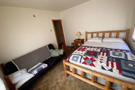 Back Chalet Cozy Room #12 - Tamarack Lodge