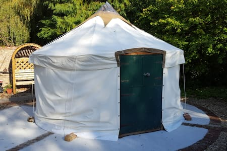 Yurt in rural retreat - Othery