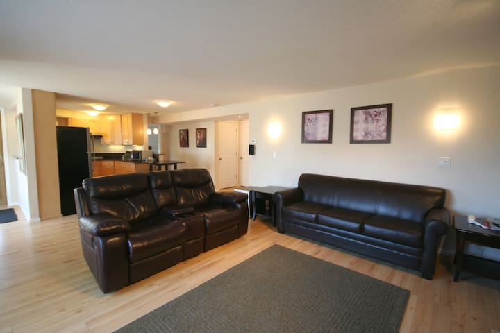 Private 2 Bdrm 2 Bath Suite & Yard - Payless4House