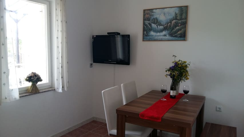 Cosy apartment, 150m to the beach [20% OFF!! JUNE] - Jadranovo - Apartemen
