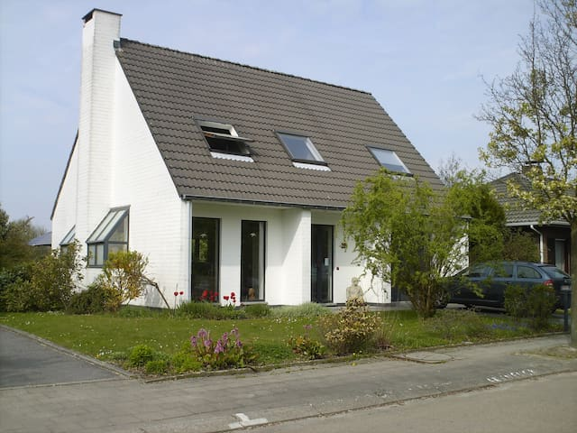House: 4 bedr. TML;between Antwerp and Brussels