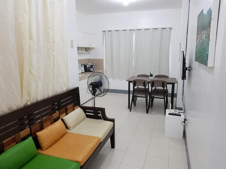 Roomy Apartment w/ 75 Mbps Wifi-15 min walk to BGC
