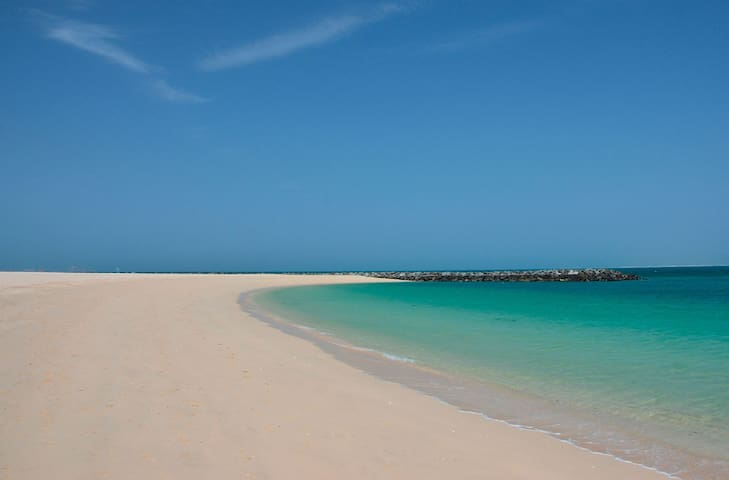 The beach right next to the house, Jumeirah 1 Open beach area, just 400 meter walking