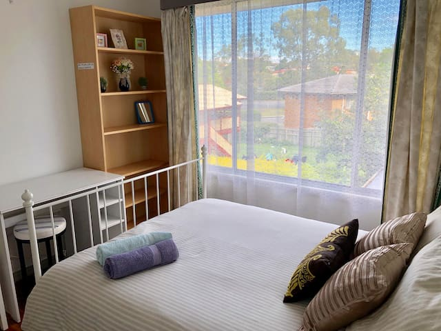 Cozy room & breakfast  near malls,city & airport