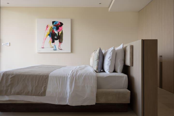 Dormitor: 8