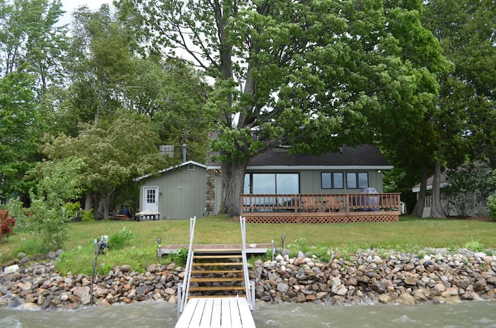 Great cottage on Lake Charlevoix