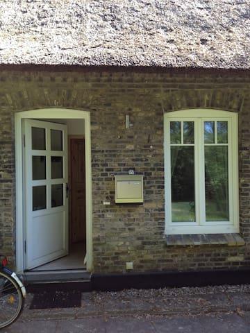 Wunderschöne Wohnung im alten Reetdachhaus in Kiel - Kiel - Leilighet