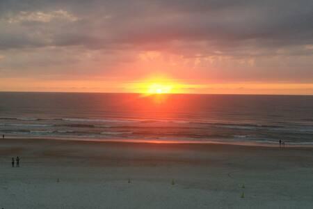 Hall's HideAway - Daytona Beach