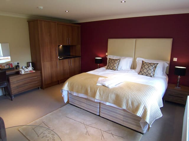 Modern Suite 1 with private bathroom & kitchenette - Bakewell - Bed & Breakfast