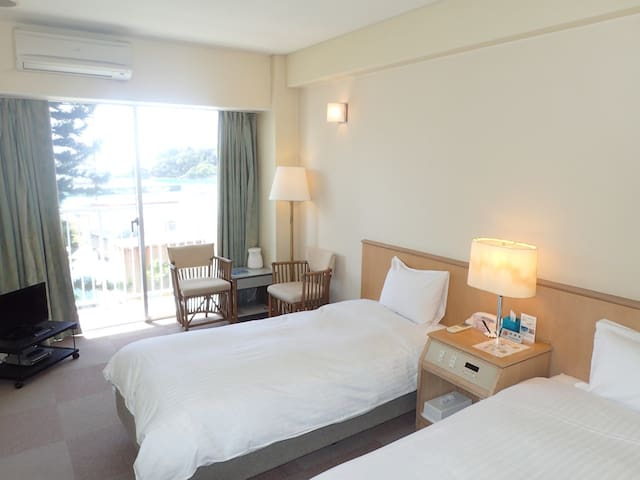 【Twin】All rooms have ocean view! A restaurant and a diving shop are located in the building