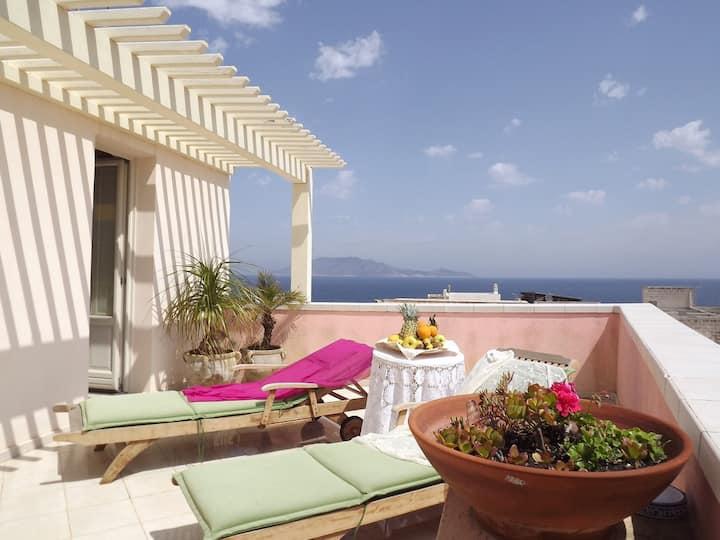 Camera matrimoniale con terrazza vista mare - Albergo Ristorante Egadi