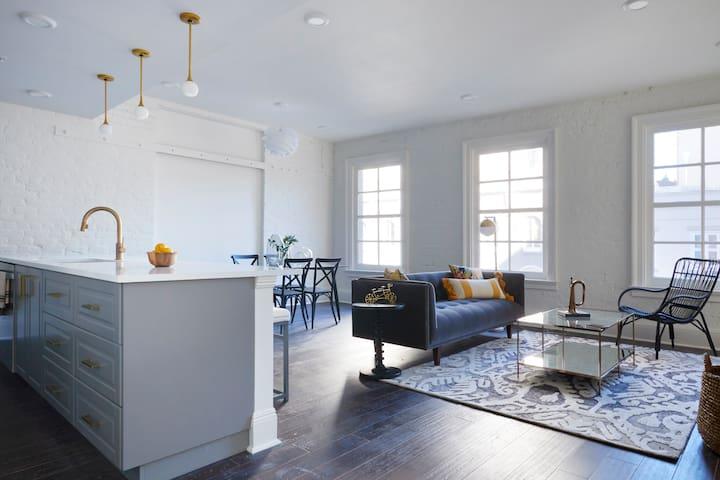Sonder | Lafayette Square | Elegant 2BR + Laundry