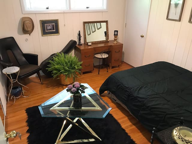 Solo Travel Near UVa. 4 Rent Too!