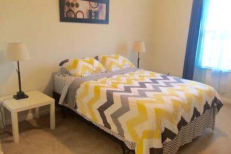 Awesome Master Bedroom + Bath close to Universal - Orlando