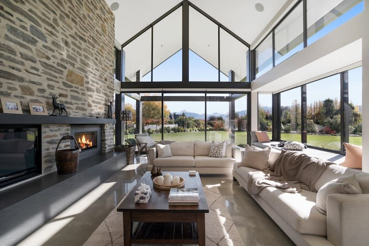 Waimana | Luxury villa | Sleeps 10 | Spa pool