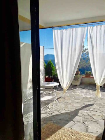 Villa near 5 terre, Portovenere, Tellaro by train.