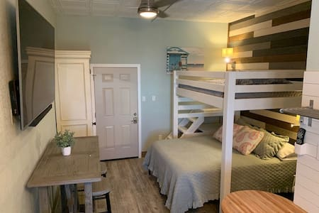 HANGOUT BEACHVIEW STUDIO 328 Sleeps 4