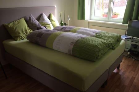Gemütliches Zimmer in Stadtnähe - Pratteln - House