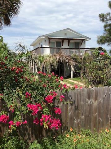 True Florida Beach Cottage - Panama City - Hus