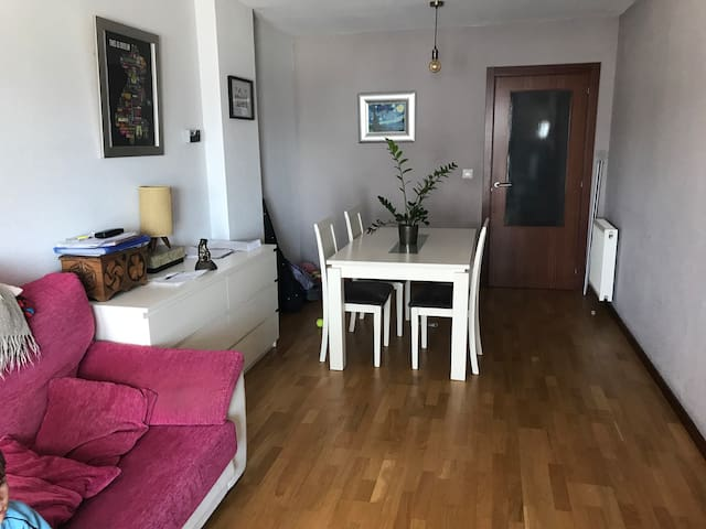 Cosy family apartment, stone's throw from Pamplona