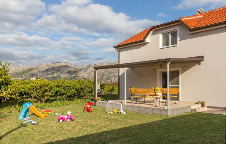 Holiday cottage with 4 bedrooms on 136m² in Opuzen