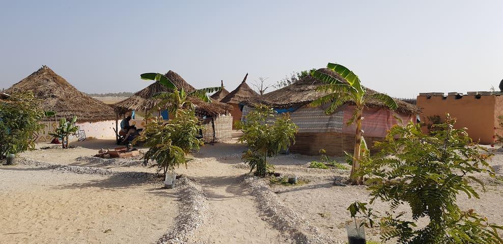 Cases traditionnelles au Lac Rose (Bonaba)