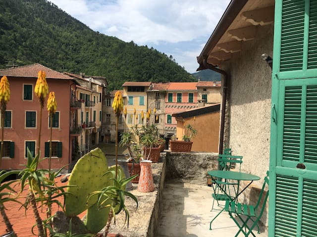Townhouse in Pigna. Casa Bartho.