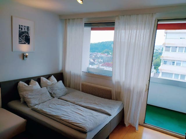 cozy central apartment in Lentia shopping center!