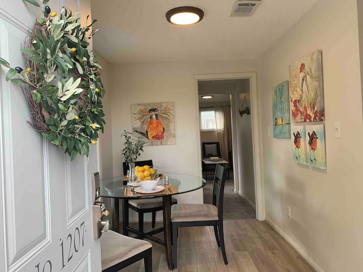 Quaint and Comfy hideaway in Upscale Walkable area