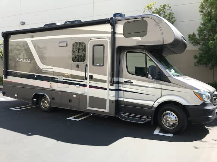 Ultimate Outdoor Adventure in Brand-new Luxury RV