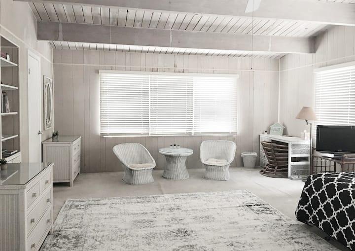 Spacious Private Suite/Close to UM/Retreat Feel