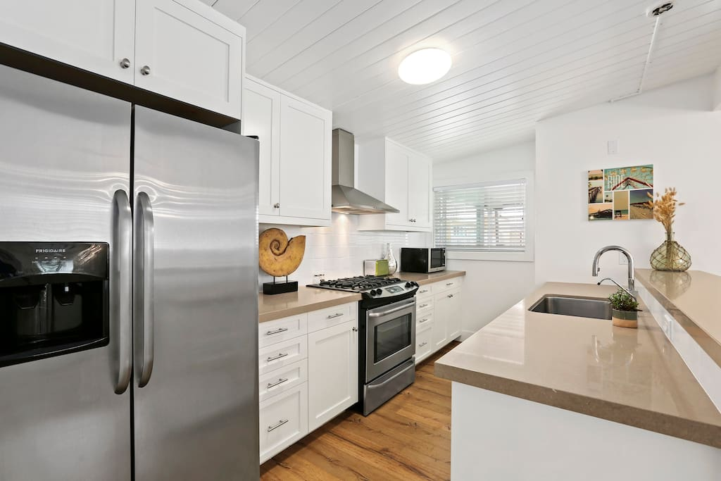 Kitchen is great - everything you'll need, gas range, oven, fridge, dishwasher, microwave, blender, rice cooker, snow cone machine, kettle, some basic pantry items, etc...etc..