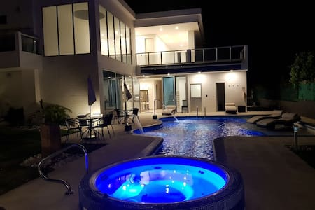 Modern Country House 5 min. from Girardot