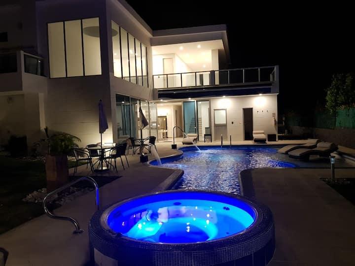 Modern Country House 5 min. from Girardot