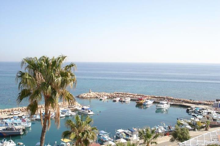 Sea View Beach- apt city centre larnaca Free WiFi