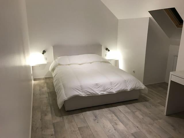 Loue Chambre dans un espace privée - Veigné