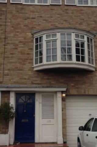 Comfortable double room. Transport links - Bromley