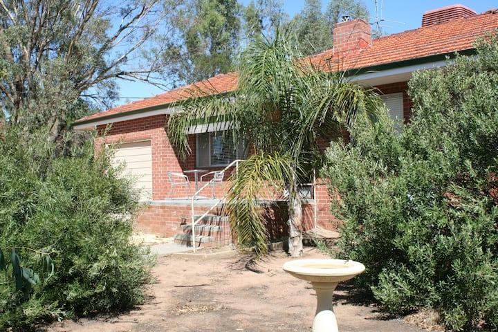 Wonobbing Cottage