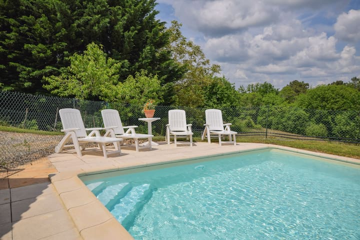 Lovely Holiday Home with Private Pool in Montcabrier