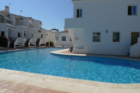 Cosy family villa with garden and a shared pool - Nerja - Villa