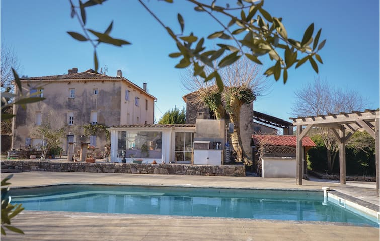 Semi-Detached with 3 bedrooms on 120m² in Cabasse