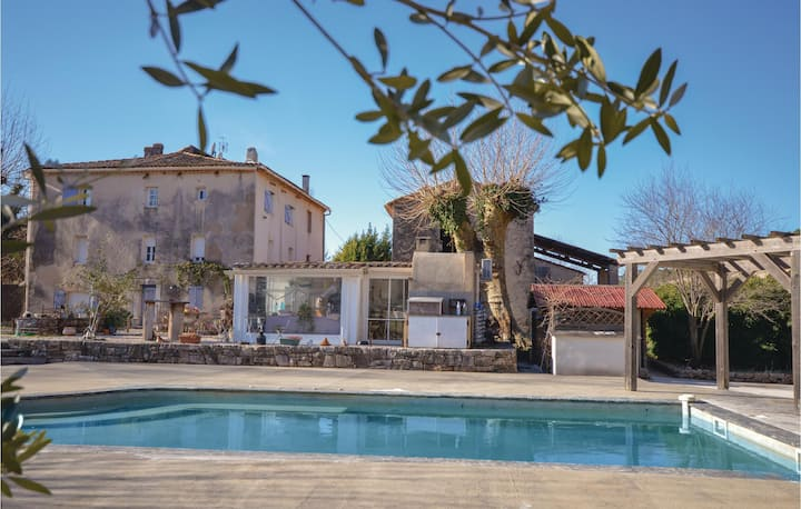 Beautiful home in Cabasse with Outdoor swimming pool, Outdoor swimming pool and 3 Bedrooms