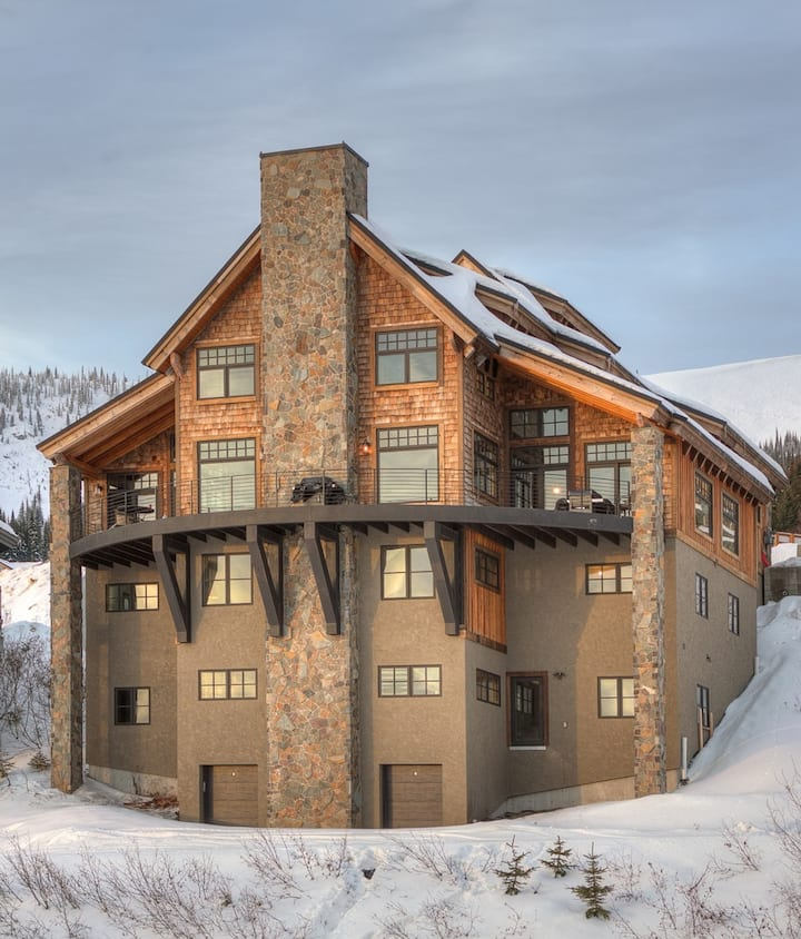 BEST IN VILLAGE, SKI-IN, SKI-OUT, 11 Bedrooms