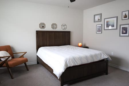 Beautiful Quiet Room Close to Downtown Austin