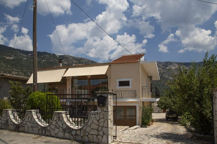 Traditional 3bedroom apartment in Valsamata