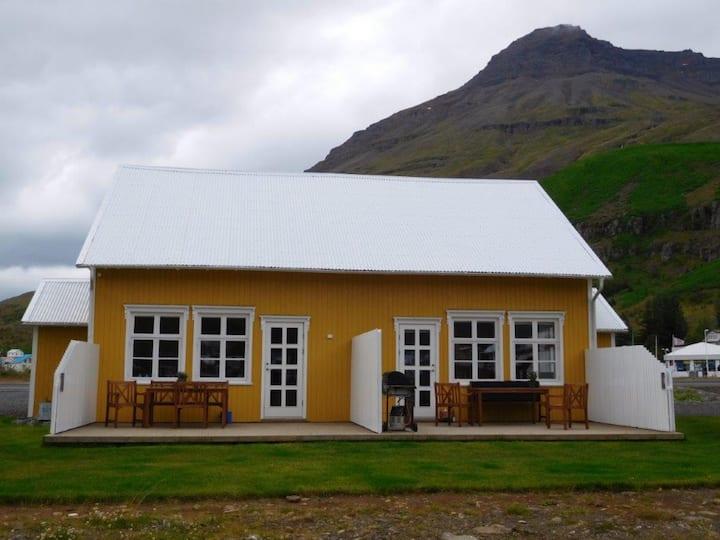 Lónsleira Apt - Fantastic Location at Seydisfjordur, East Iceland!