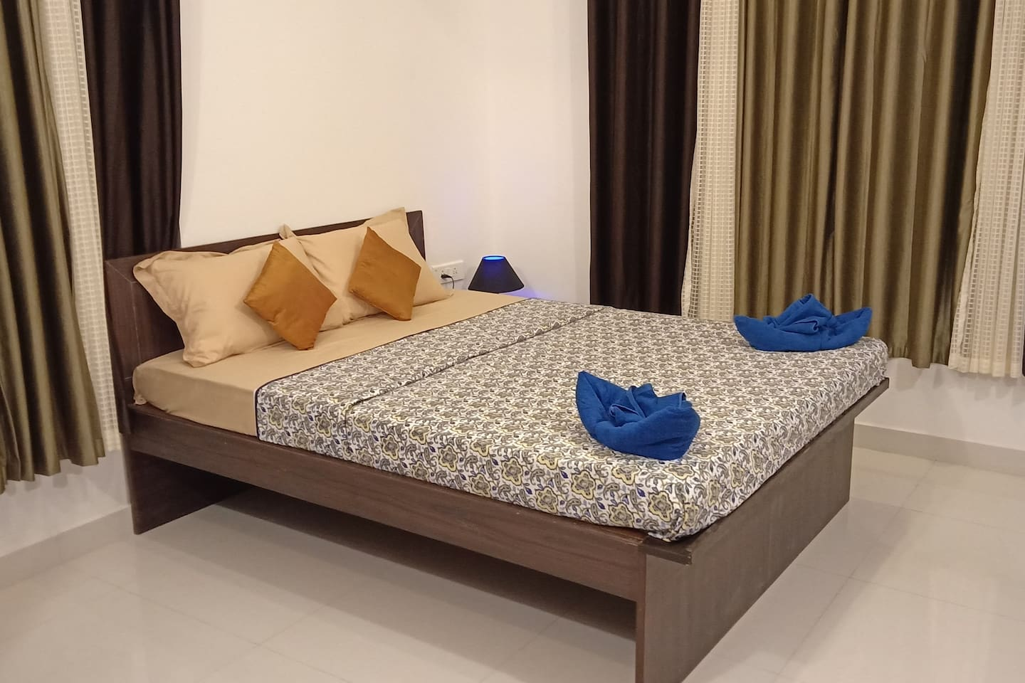 Double Bed ( Queen Size)
