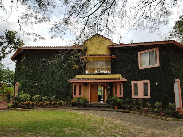 La Casa de las Zarzamoras.