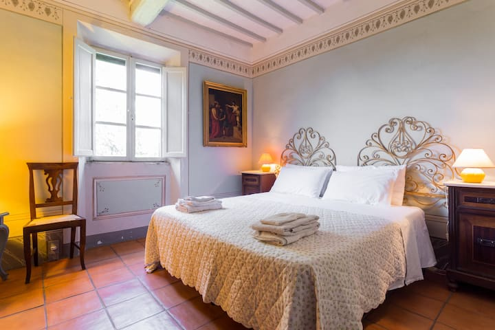 A lovely room in Montepulciano countryside