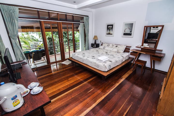 Cozy room, Beach Front with Balcony - Koh Chang Tai - Haus